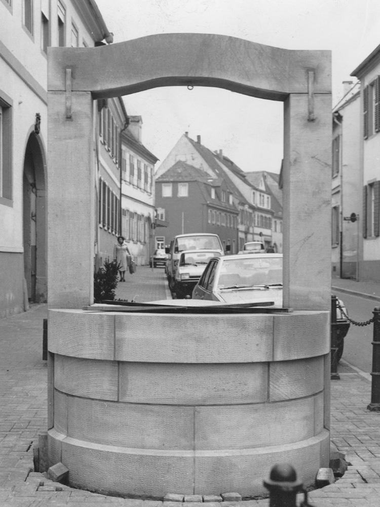 1980 Brunnen Herdstraße 2